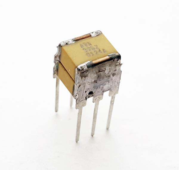 3.9uF 100V Stacked Multilayer Capacitor AVX SM051E395ZAN240