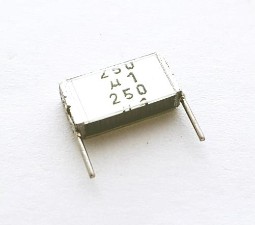 0.1uF 250V Metallized Polyester Film Box Capacitor Epcos B32561-J3104-K